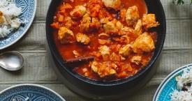 Arabische rijst met kip, amandelen en rozijnen