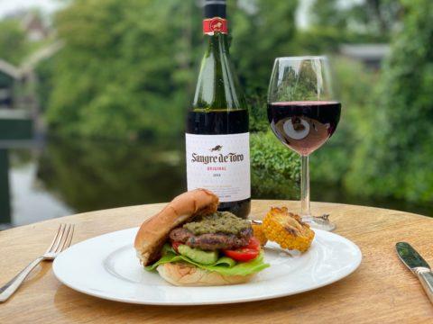 BBQ hamburger Torres wijn