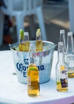 corona biertje in bucket