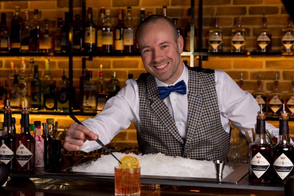 Niels-van-Horssen-head-bartender