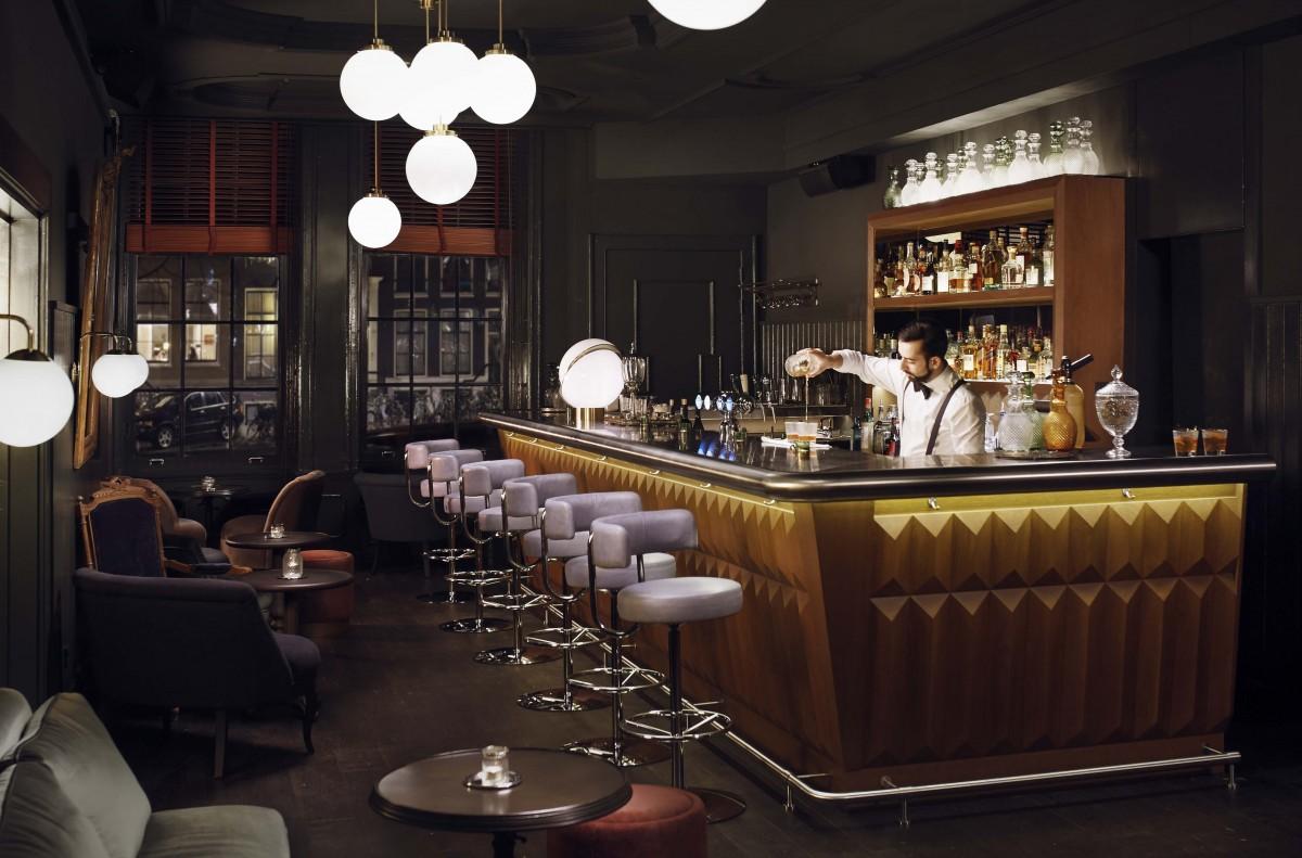 Pulitzers-Bar-Bartender-5