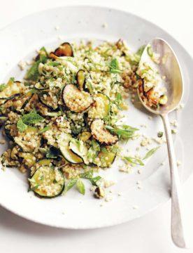 Quinoasalade met courgette, munt en pistachnoten