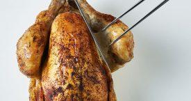 Hoe snijd je een gebraden kip aan?