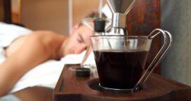 Deze wekker zet koffie