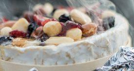 Warme kaas met noten, honing en druiven