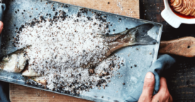 Zeebaars in zoutkorst met aardappel-tomatengratin