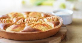 Appelcaketaart met frambozen
