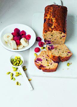 bananenbrood met framboos en pistache