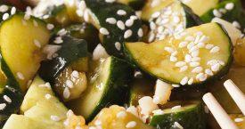 Sichuanese geplette komkommersalade