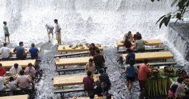 Dineren onder een waterval