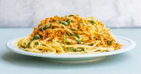 Spaghetti met knapperig broodkruim