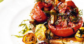 Geroosterde tomaten op toast