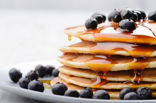 pancakes met blauwe bessen