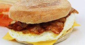 McDonald's-ontbijt op bed